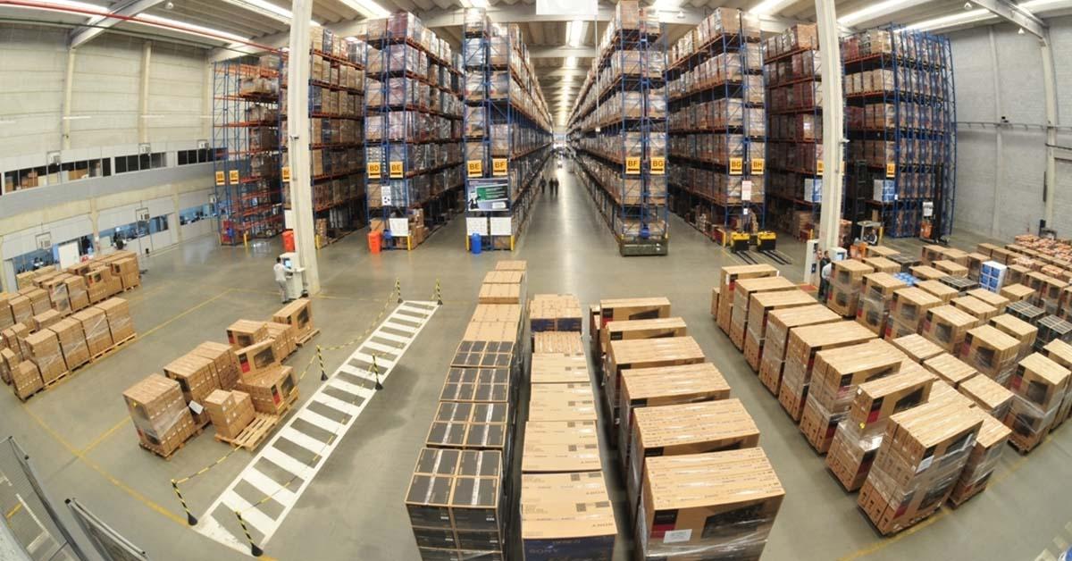 Formas de otimizar o espaço na indústria com sistemas de armazenagem